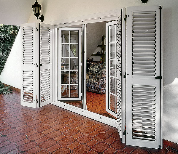 железные ставни на двери